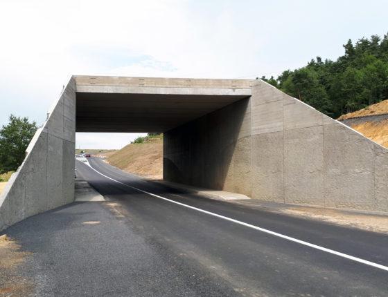 OA12 ; opticadre ; largeur : 7 m ; hauteur : 5 m. Construction du passage inferieur du Chassang pour le Contournement de Saint-Flour.